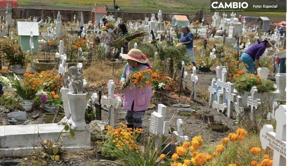 Ya no caben los muertitos en el panteón de San Lucas Atoyatenco en Texmelucan