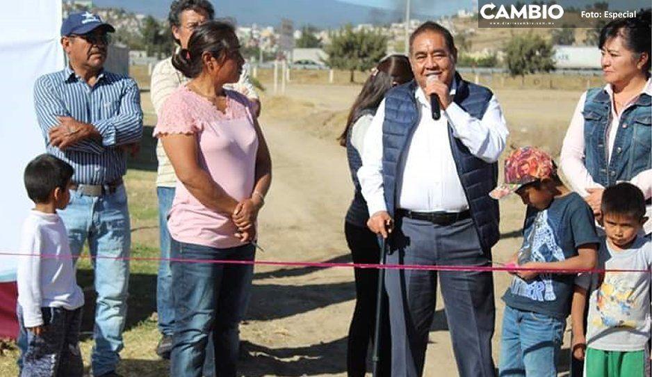 Entrega alcalde Mario de la Rosa ampliación de  drenaje sanitario en barrio San Miguel, Amozoc