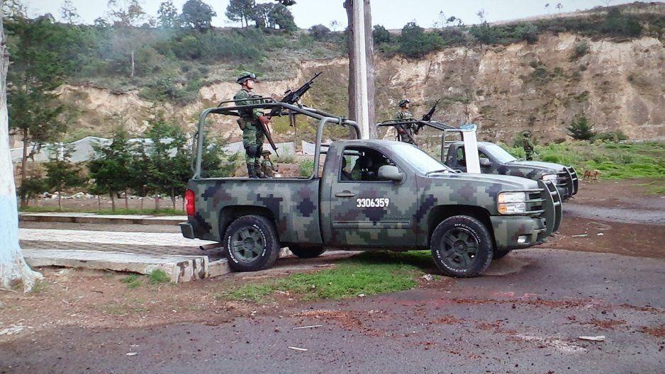 Vinculan a proceso a 12 pobladores de Cañada Morelos que retuvieron a 17 policías