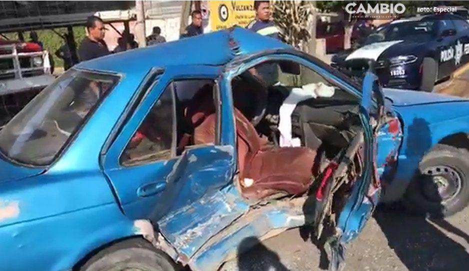 En aparatos accidente, mujer se queda prensada en el automóvil en Izúcar de Matamoros