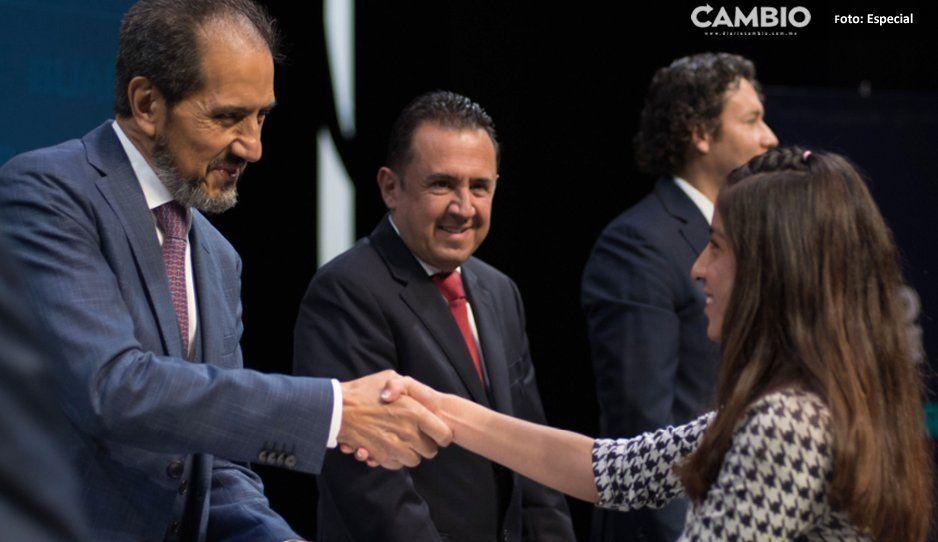 Esparza entrega reconocimientos a 17 entrenadores y 71 atletas de la BUAP
