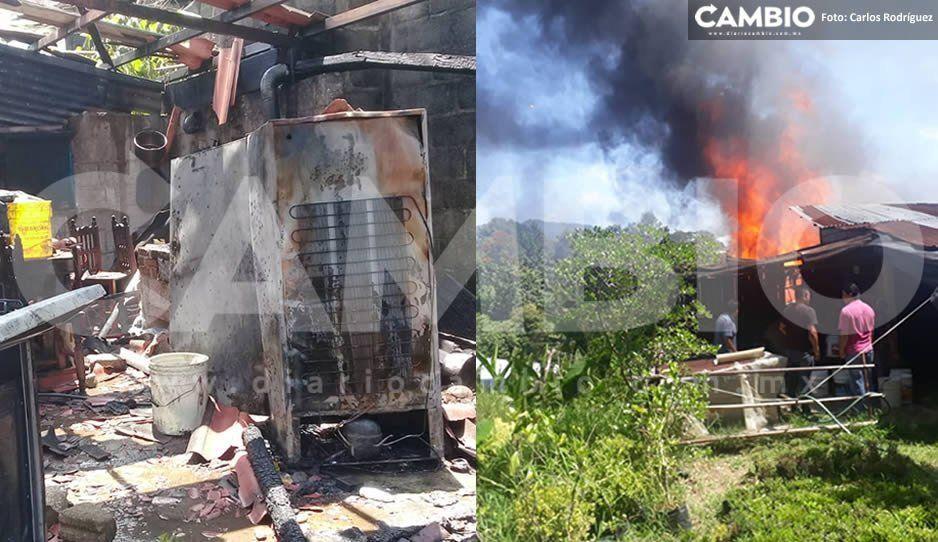 Familia se queda en la calle tras incendiarse su casa en Huauchinango