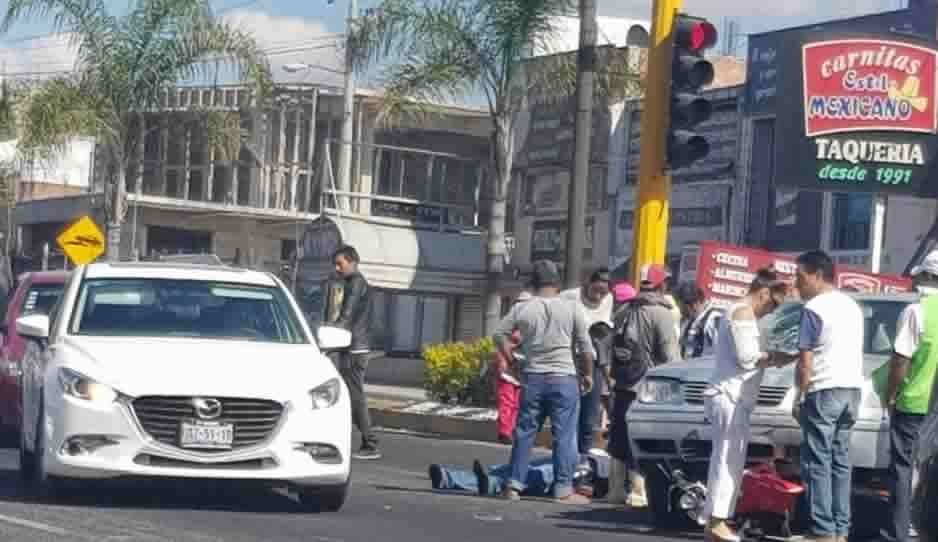 Motociclista es impactado por Jetta en Atlixco; nunca llegó la ambulancia