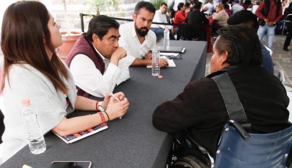 ¡Barbosa no para! En siete horas atiende a más 400 poblanos durante cuarta Jornada de Atención Ciudadana