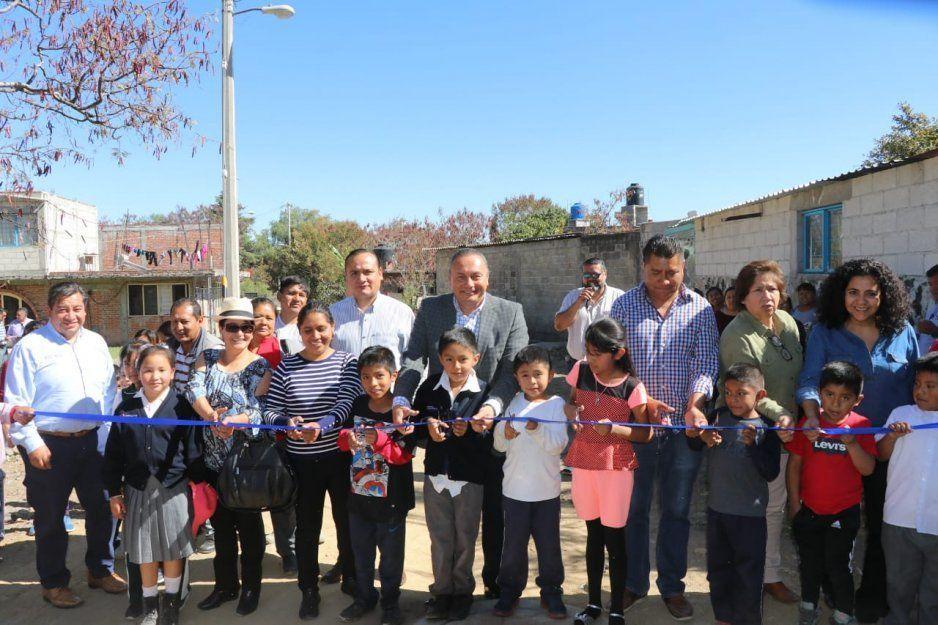 Guillermo Velázquez inaugura drenaje en Axocopan, Atlixco