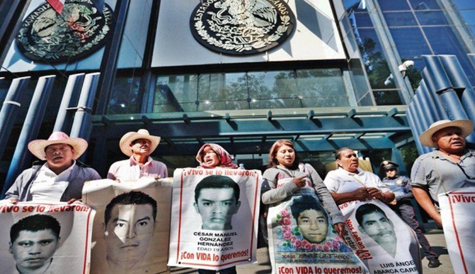 Fiscalía va por funcionarios negligentes de caso Ayotzinapa