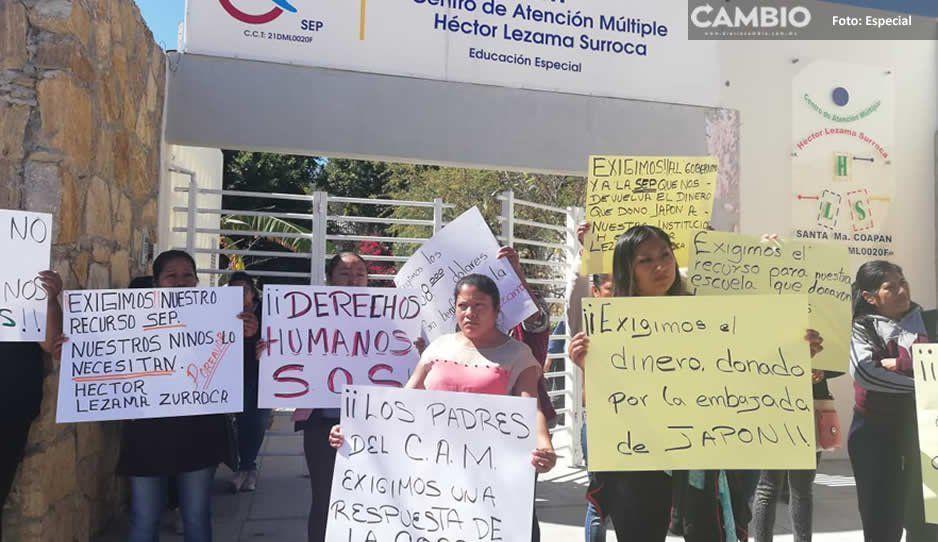 Padres exigen a la SEP transparentardonación de 1 mdp de la embajada de Japón para reparar aulas en Tehuacán