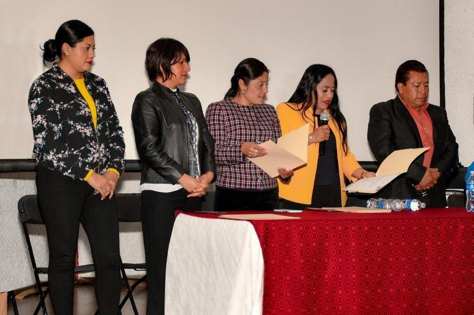 Lupita Daniel entrega 60 becas culturales a niños y jóvenes de Cuautlancingo
