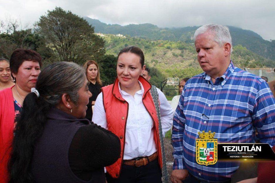 Carlos Peredo arranca construcción de banquetas en Xoloateno, Teziutlán