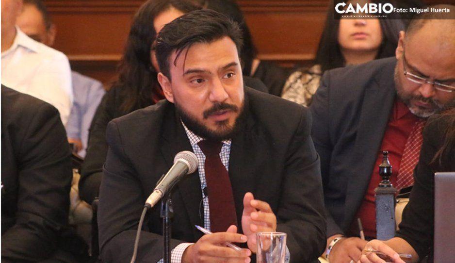 Durante comparecencia, director de Normatividadniega moches a comerciantes