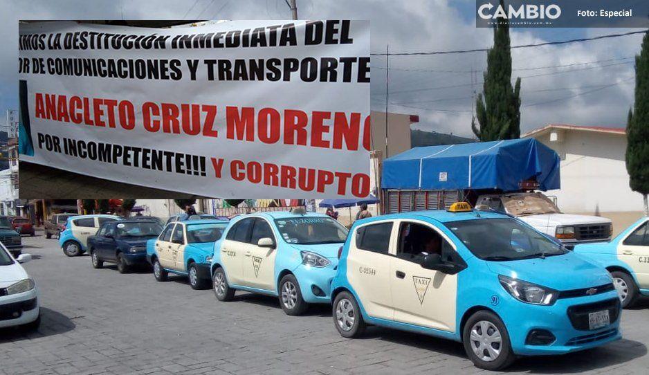Taxistas de Amozoc protestan y exigen la destitución de regidor de Comunicaciones, lo acusan de extorsión