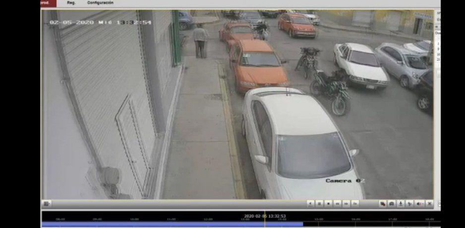 Sujetos despojan de su motocicleta a un hombre en colonia de Texmelucan (VIDEO)