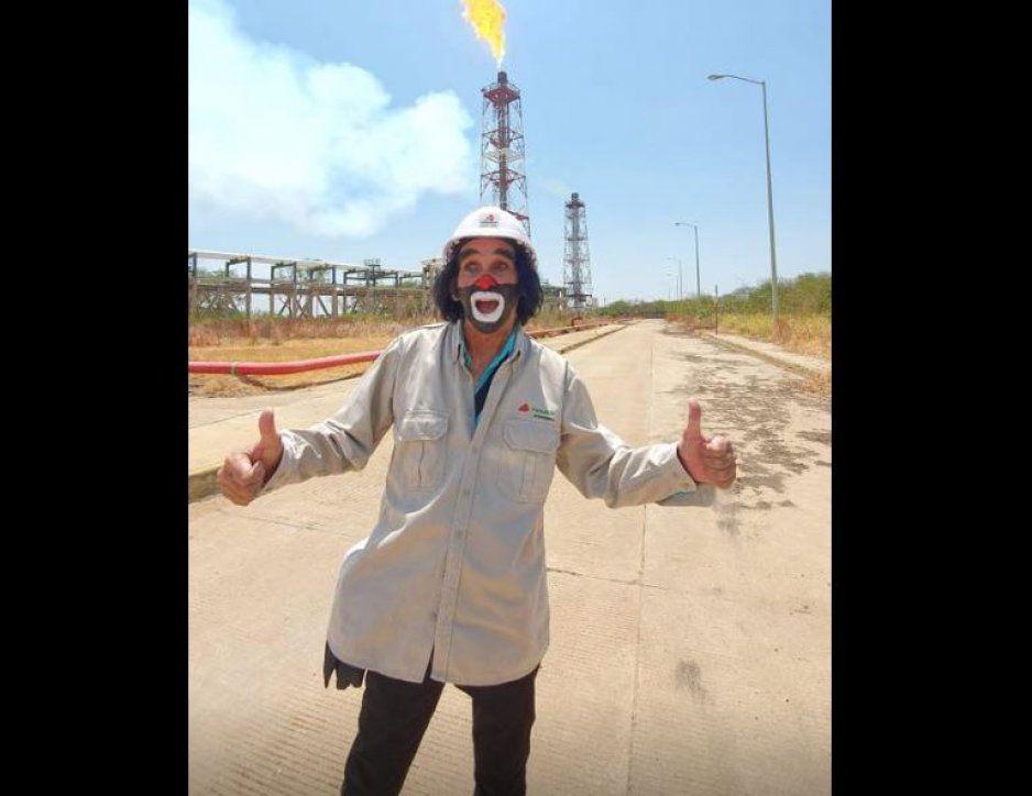 Despiden a trabajador de Pemex por permitir que Cepillín entrara a la refinería (FOTOS)
