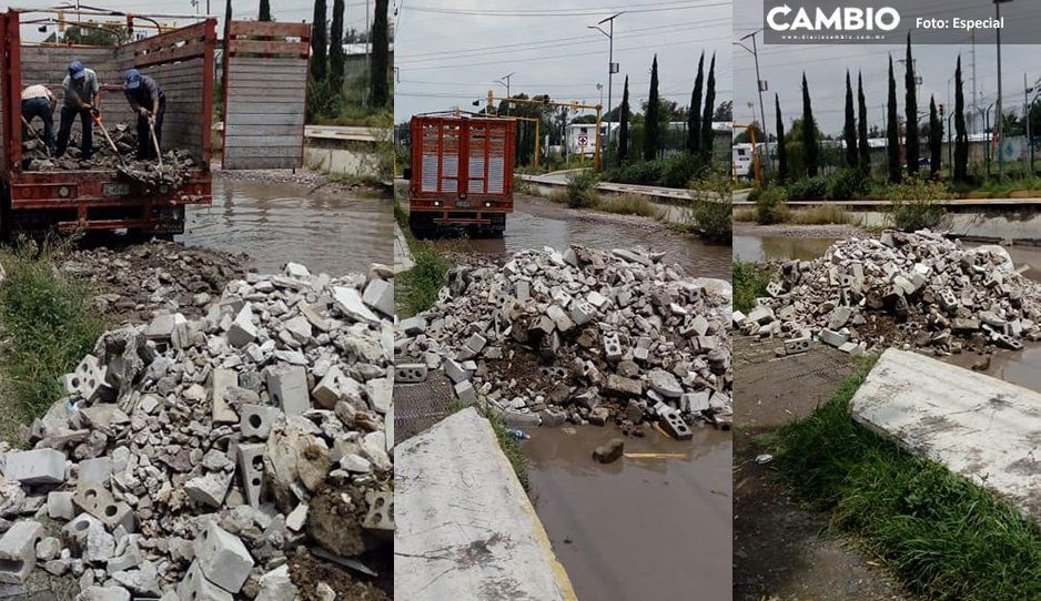 Camioneta con logo de la UTP es captada tirando escombros en Bosques de Manzanilla