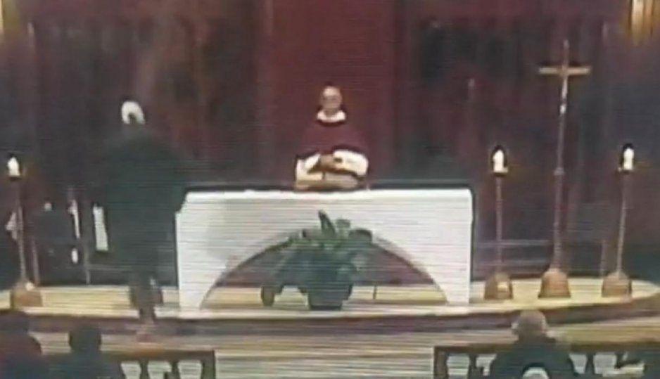 Sacerdote es apuñalado mientras daba una misa en Canadá