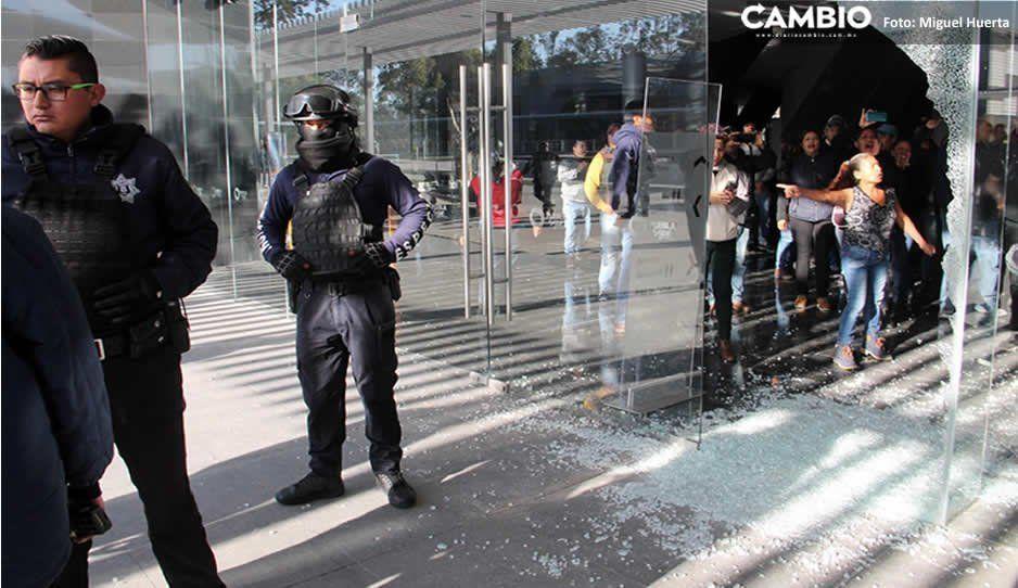 Pachequistas revientan sesión del sindicato; rompen cristales en el Auditorio de la Reforma (Fotos y Video)