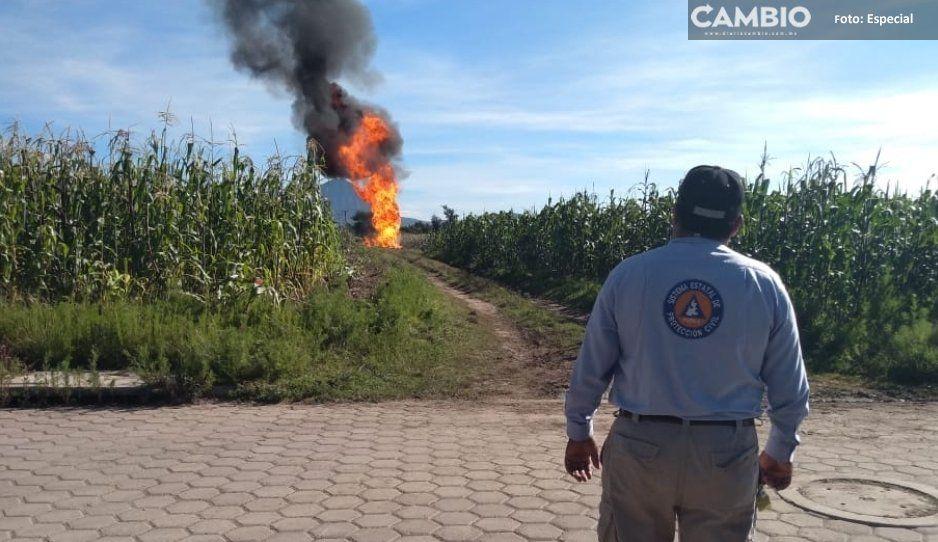 Ya son 19 horas del incendio provocado en mega fuga de gas en ducto de Acajete