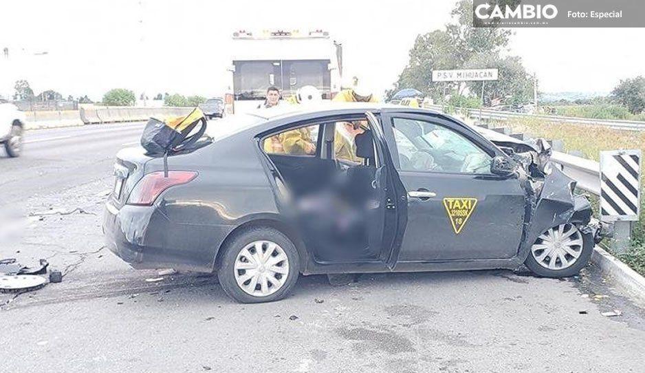Taxi termina destrozado tras choque en la México-Puebla, muere el chofer y la pasajera