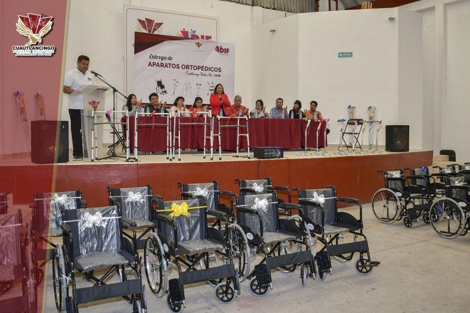 Alcaldesa Lupita Daniel entrega 57 aparatos ortopédicos en de Cuautlancingo