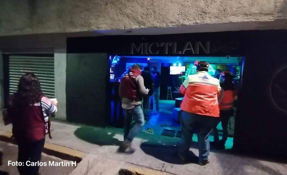 No entienden en Amalucan: echan a los fiesteros y clausuran bar Mictlan