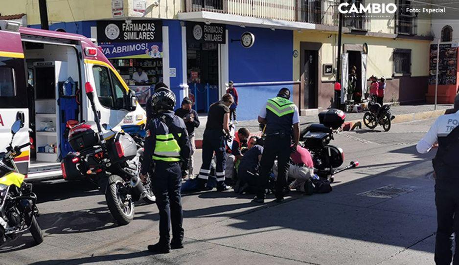 Derrapa en su motocicleta y se lesiona agente Vial en San Pedro Cholula