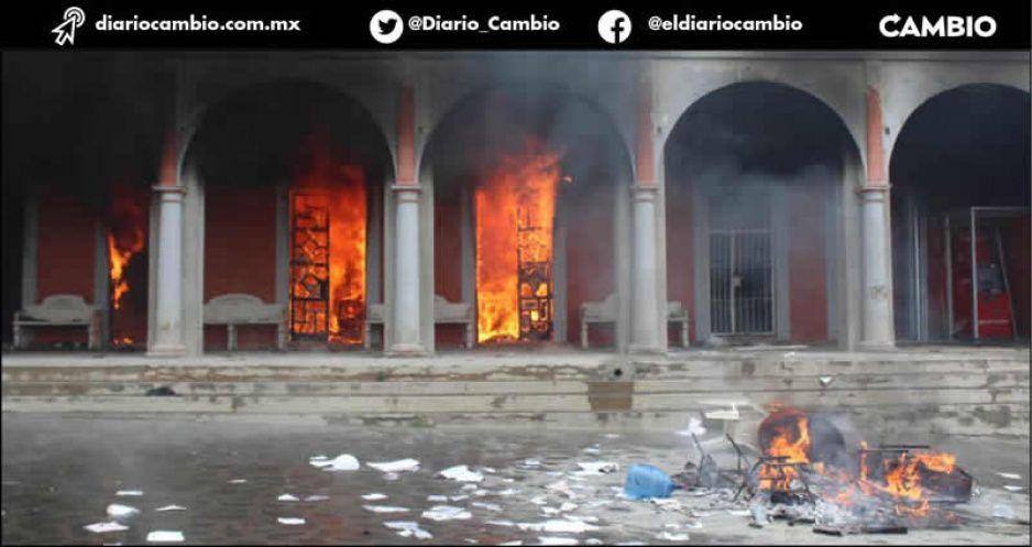 Chignautla en llamas: incendian Presidencia para evitar supuesta privatización del agua