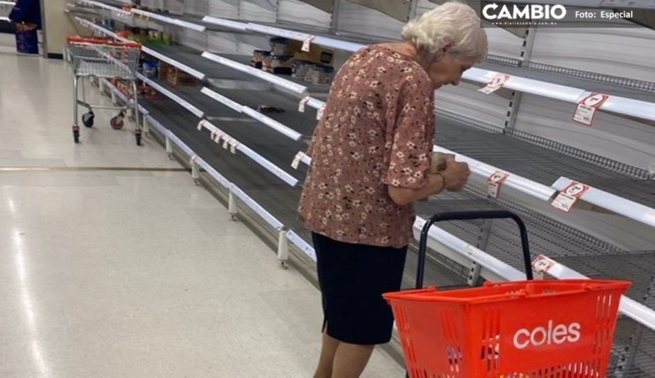 Abuelita llora frente a estantes vacíos por compras de pánico (VIDEO)