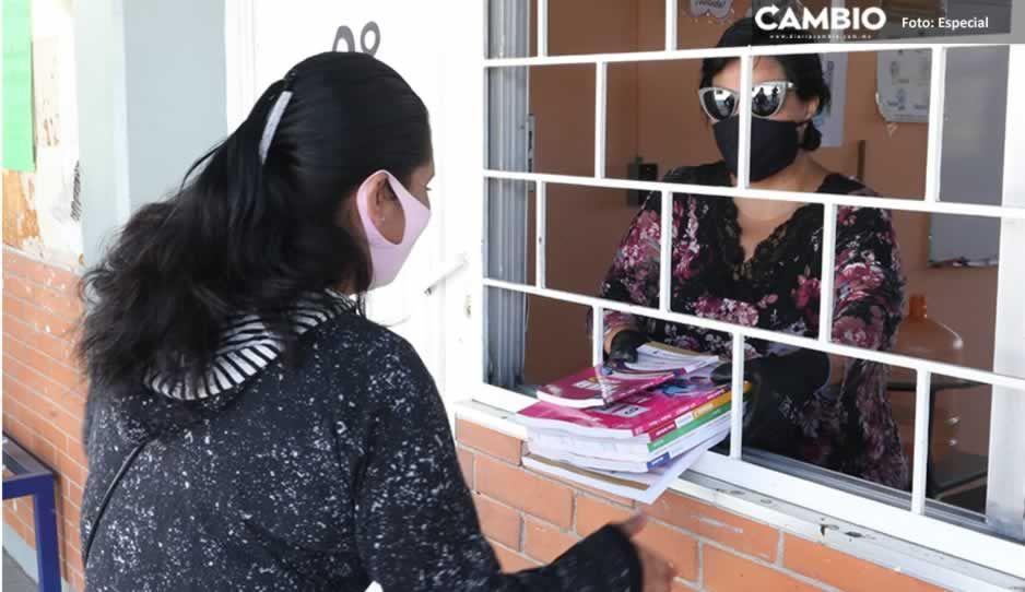 Entrega de libros de secundariava al 80% en Puebla