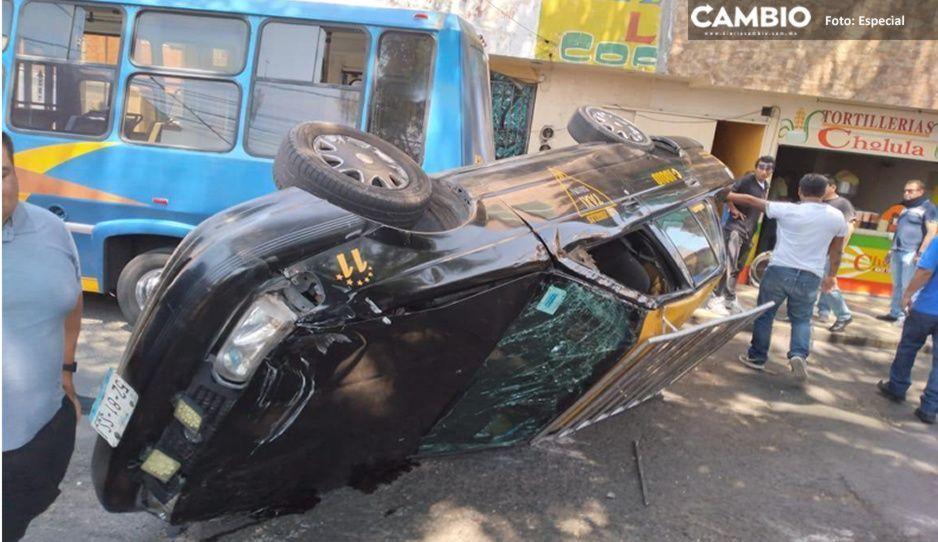 Aparatoso accidente provoca volcadura de taxi en colonia La Flor; hay lesionados