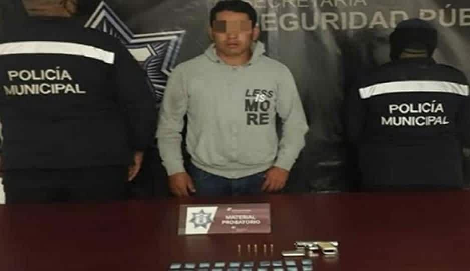 Detienen a fichita con pistolón y cocaína en Texmelucan