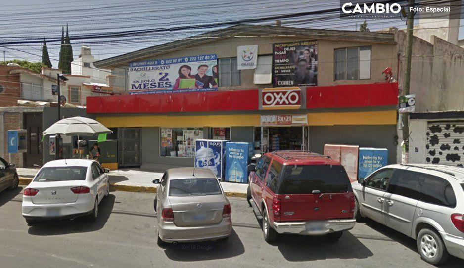 Roban caja fuerte con más de 130 mil pesos de un Oxxo en Atlixco