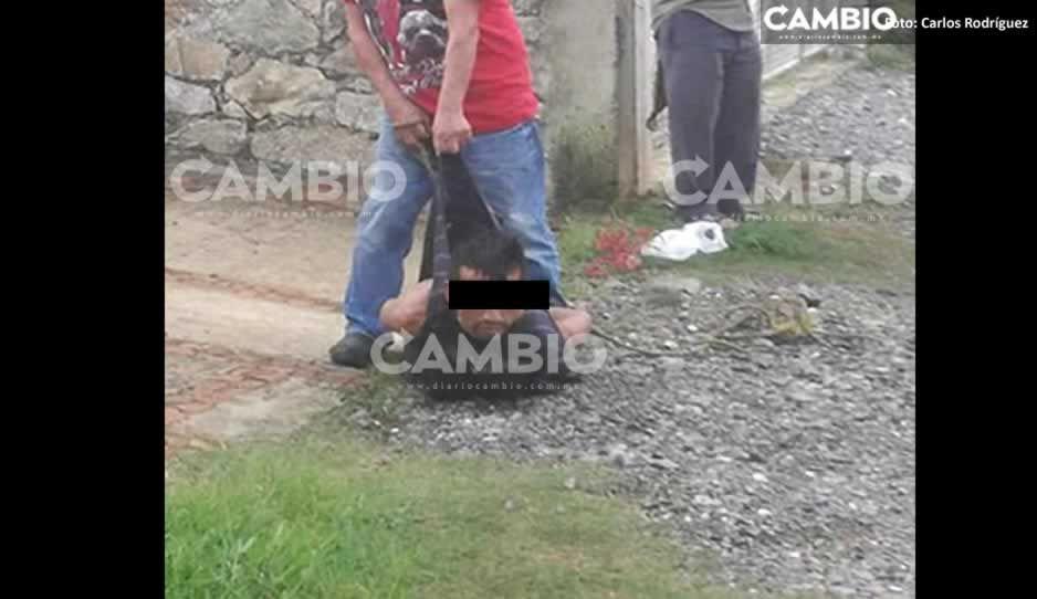 ¡Casi los linchan! Justicieros amarran y golpean a par de ratas en Huauchinango