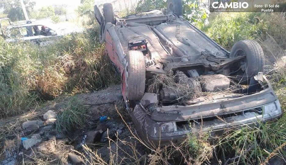 Terrible volcadura de un vehículo en la estatal Tehuacán-Teotitlán deja a seis lesionado
