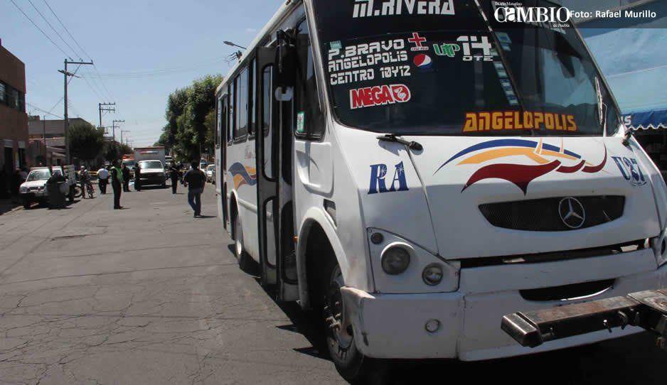 Asaltan rutas 46 y Angélopolis ¡la policía brilla por su ausencia, están ocupados en retenes de Hoy no Circula!