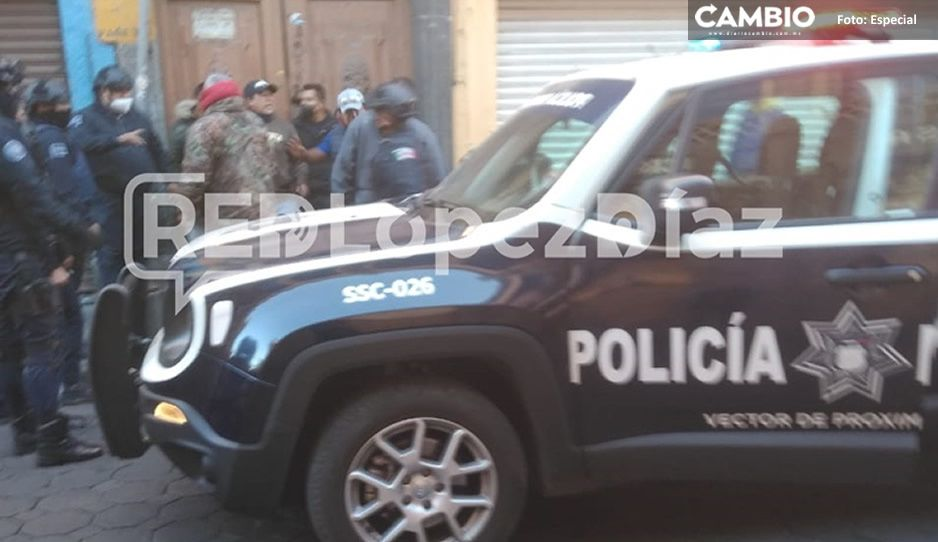 Enfrentamiento entre policías y ambulantes en Centro Histórico, por instalarse en 8 pte