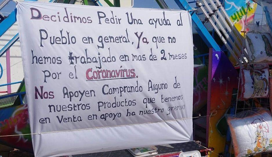 Comerciantes de ferias en Atlixco venden sus productos en la carretera para no morir de hambre
