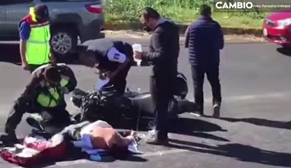 Motociclista es arrollado en la Recta a Cholula y resulta con fuertes lesiones