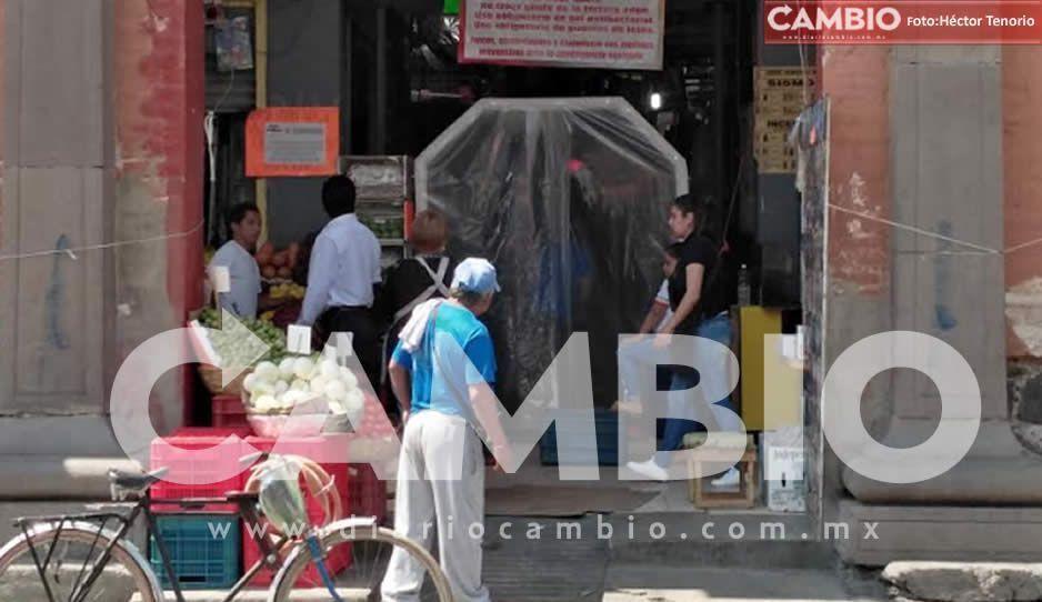 Colocan arcos de sanidad en elmercado de Texmelucan