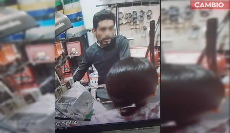 Ayuda a ubicarlo: este ladrón apuñaló a dueña de una ferretería en Cholula al no poder robarle