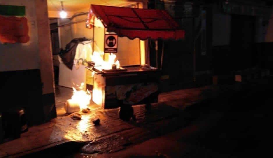 Carrito de hamburguesas se incendia en Huejotzingo