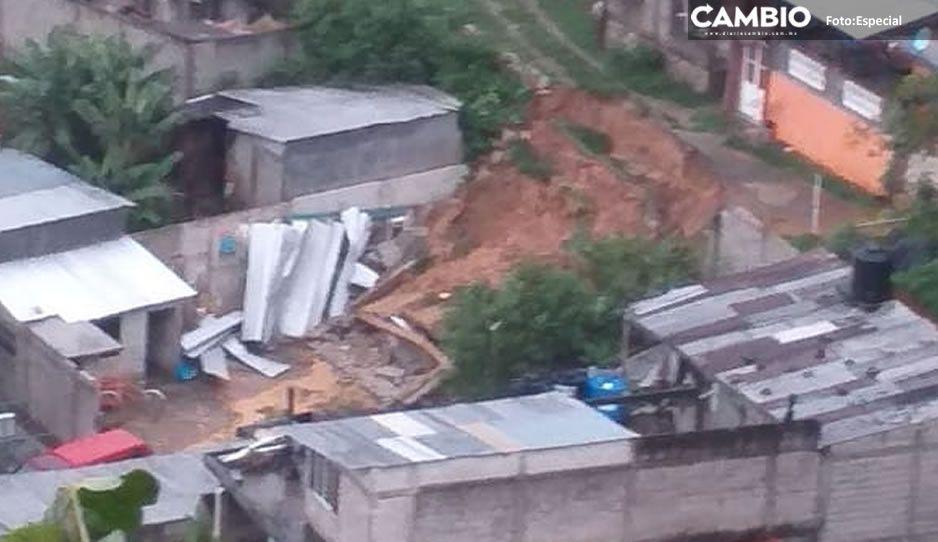 ¡No bastó con el temblor! Derrumbes en la sierra de Puebla ante fuerte lluvia