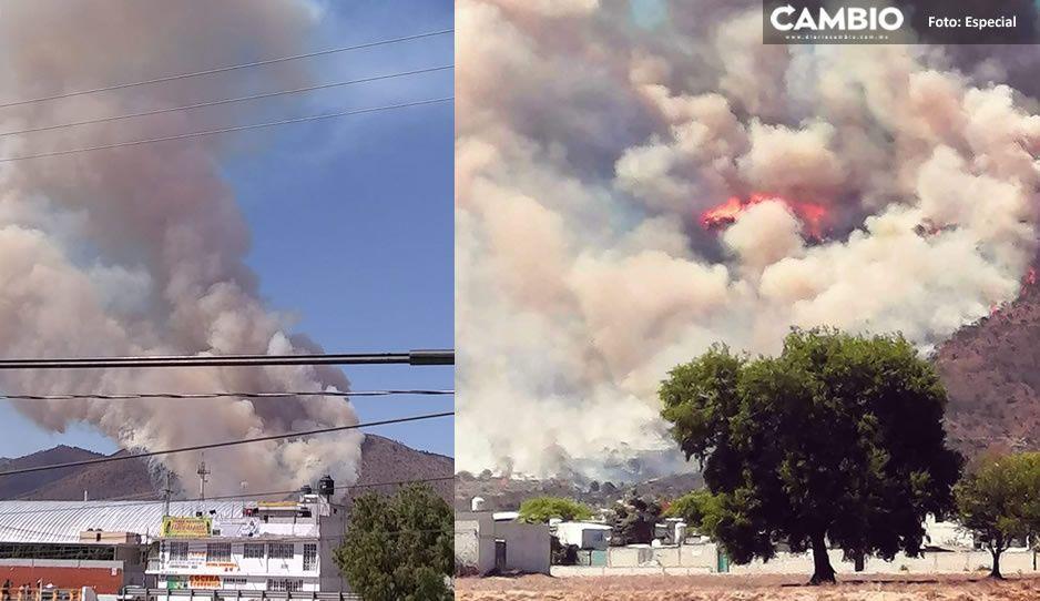 Fuerte incendio consume varias hectáreas de un cerro en Libres