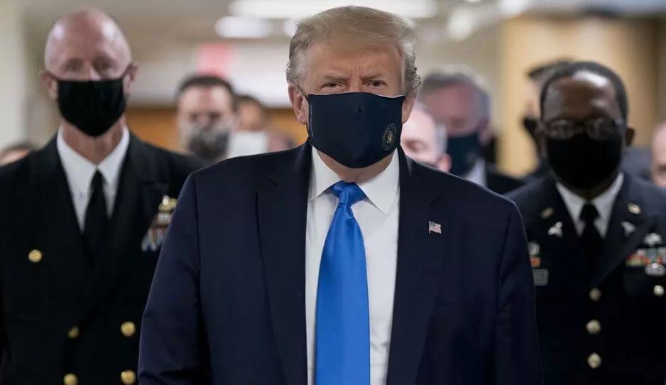 Trump sorprende al usar cubrebocas por primera vez en lo que va de pandemia