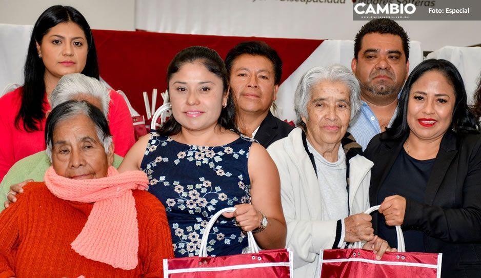 Lupita Daniel entrega despensas a  mil 800 vecinos de Cuautlancingo