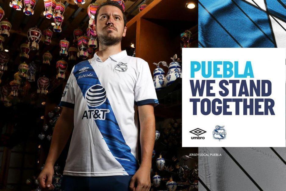 Club Puebla presenta su nuevo uniforme con la clásica franja ¿Les gustó?