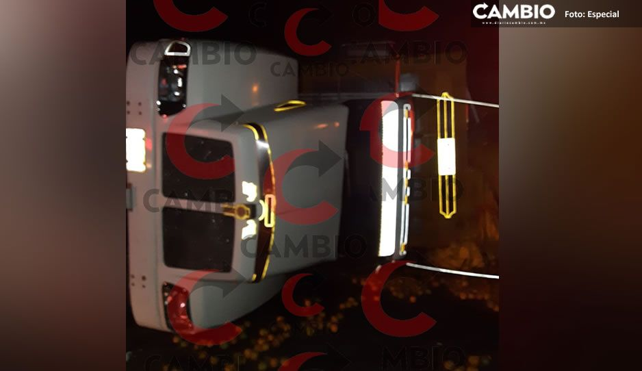Terrible volcadura de un camión en la México-Tuxpan deja a dos mujeres lesionadas