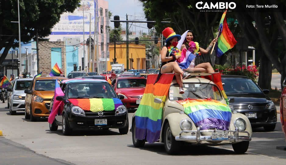 El orgullo gay no lo para ni el COVID… se movilizan en autos