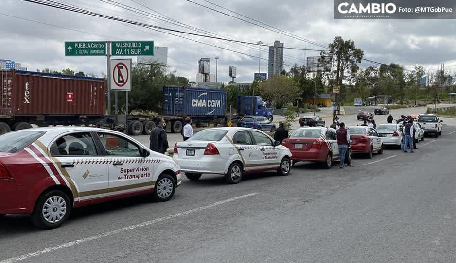 SMT sigue la caza de taxis piratas: instala operativo en Vía Atlixcáyotl y Periférico (VIDEO)