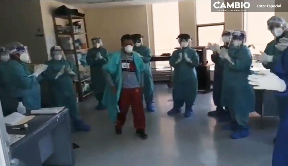 Poblano de 55 años logra vencer el COVID, médicos del IMSS Metepec lo despiden con aplausos (VIDEO)