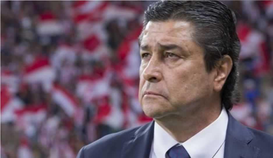 Luis Fernando Tena deja de ser técnico de las Chivas tras su derrota con La Franja